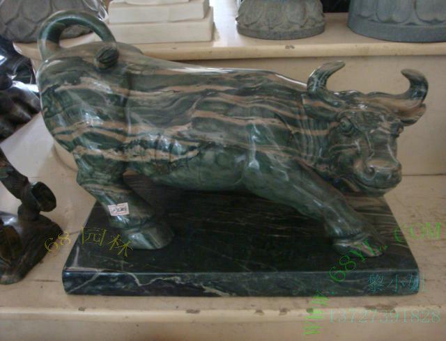 供应石雕牛雕刻 天然大理石雕动物 生动高贵自然 送礼自家摆件优选