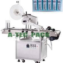 供应全自动平面贴标机 自动贴不干胶商标机械图片