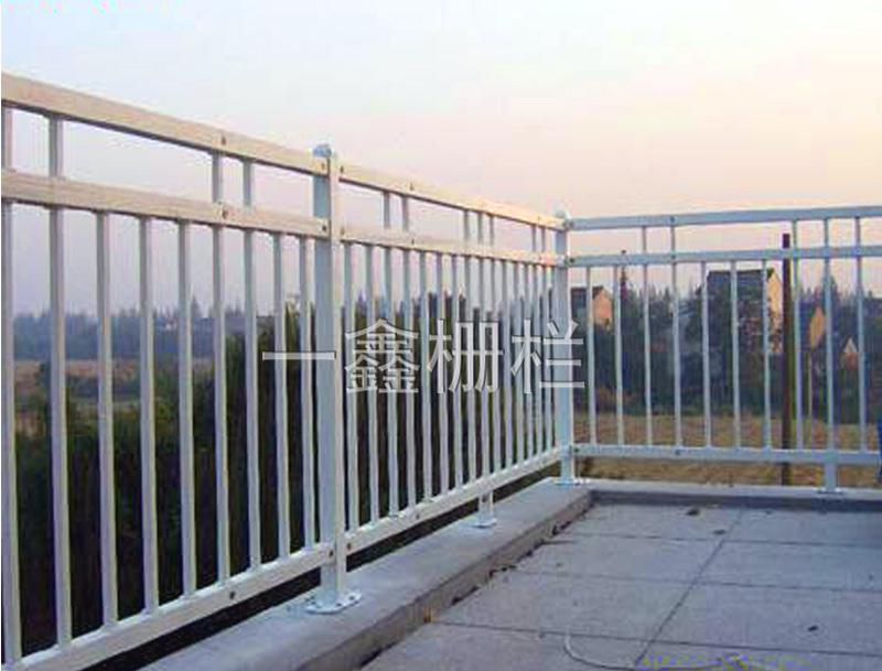 供应湖北锌钢组装式阳台护栏图片