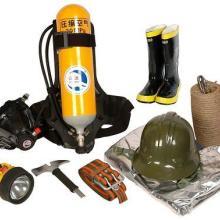 供应消防员防护装备