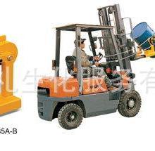 叉车专用油桶搬运夹叉车用油桶抱夹油桶翻转夹油桶堆放夹图片