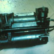 奔驰汽车打气泵221汽油泵220图片