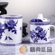 青花瓷花开富贵茶杯+笔筒两件套图片