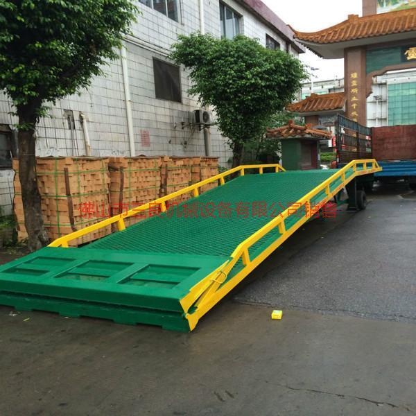 供应广东手动移动式登车桥定制厂家直销