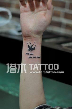 手腕小燕子纹身图片图片