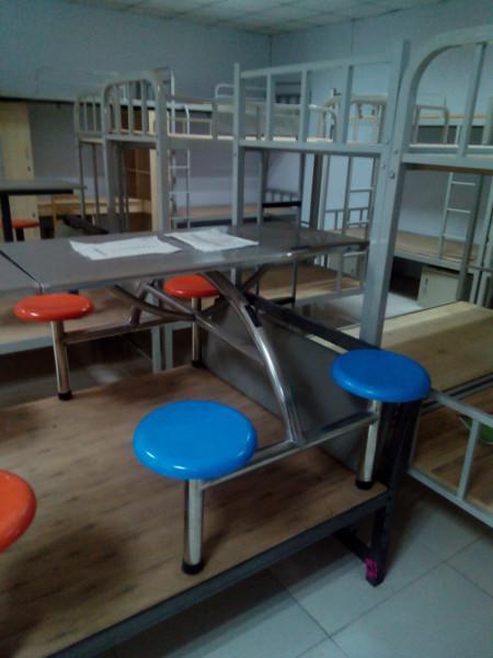 供应学校餐桌椅,学校餐桌椅厂家,学校餐桌椅价格