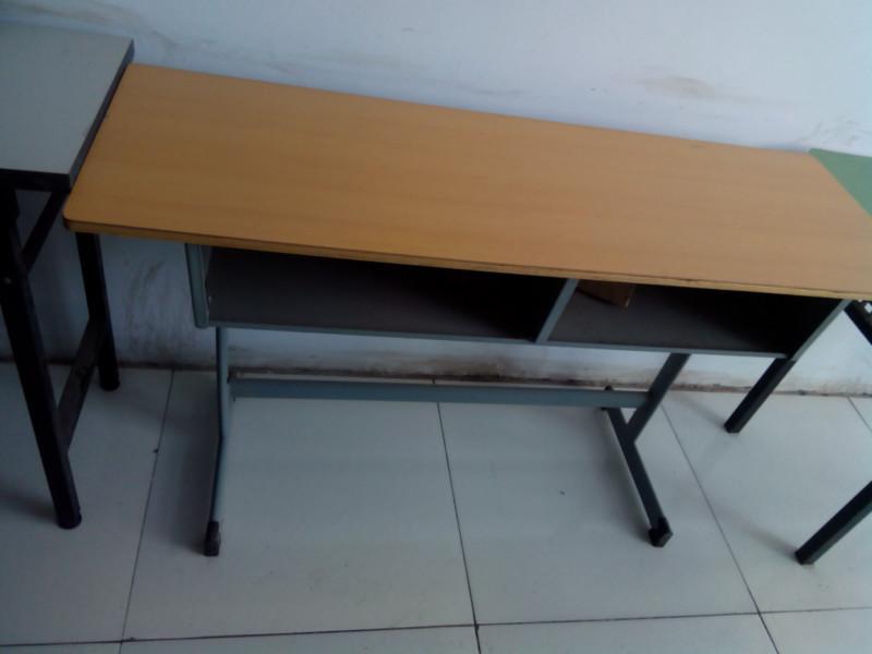 郑州铁制学生课桌椅图片