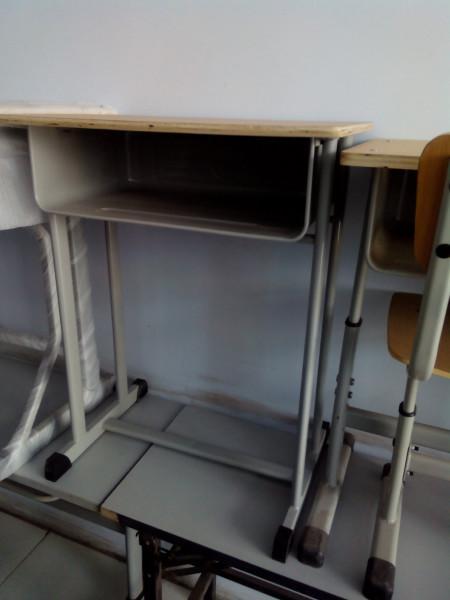 郑州单人学生桌椅图片