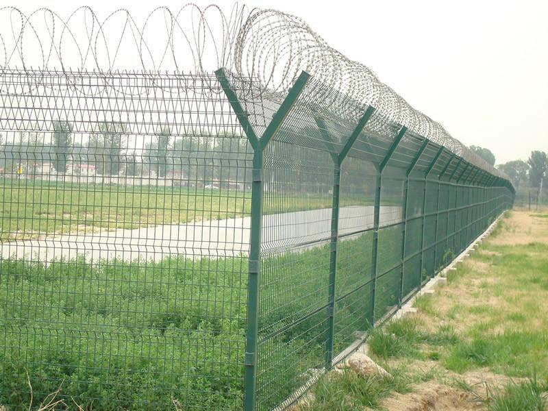 供应新疆刀片刺绳护栏网图片