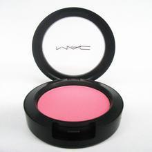腮红,又称为胭脂,使用后会使面颊呈现健康红润的颜色。