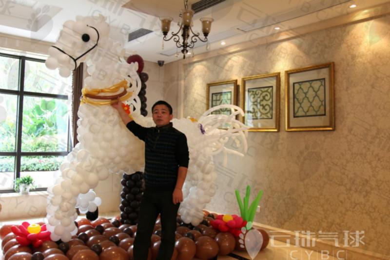 气球造型装饰布置/气球白马造型/气球马/气球造型