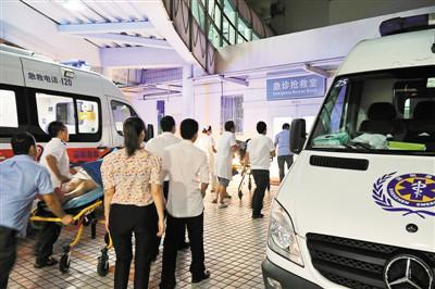 供应济南救护车出租18513952202图片
