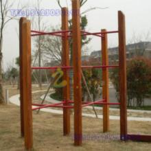 重庆幼儿园荡桥玩具,重庆人造草坪生产厂家 重庆九龙坡区木质儿童绳网攀爬架图片