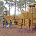 大型木质绳网攀爬玩具图片