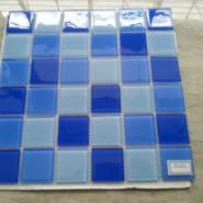 游泳池防滑瓷砖图片