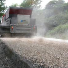 公路养护施工中的同步封层施工价格介绍图片