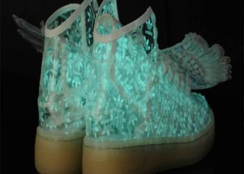 五星行鞋底发光的鞋图片