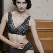 供应光面性感文胸金华内衣连锁加盟与意大利时尚零时差 四季新款 旺盛全年