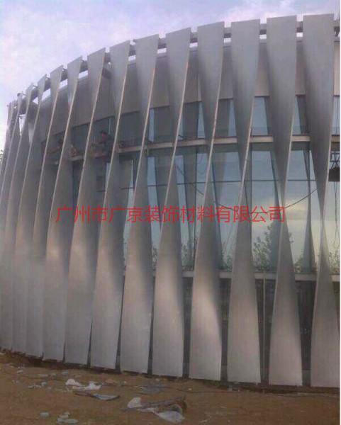 供应深圳拉弯弧形铝方通,,深圳拉弯弧形铝方通天花生产厂家,外墙造型铝通