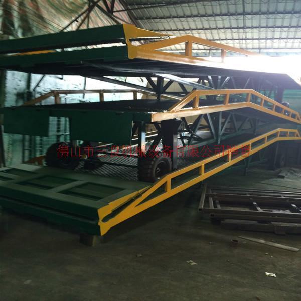 供应广州移动式装货柜叉车平台供货商