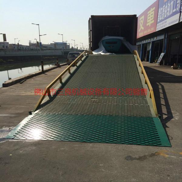供应深圳移动式登车桥价格