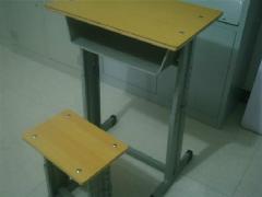 供应钢管学生课桌椅,山东钢管学生课桌椅,济宁钢管学生课桌椅