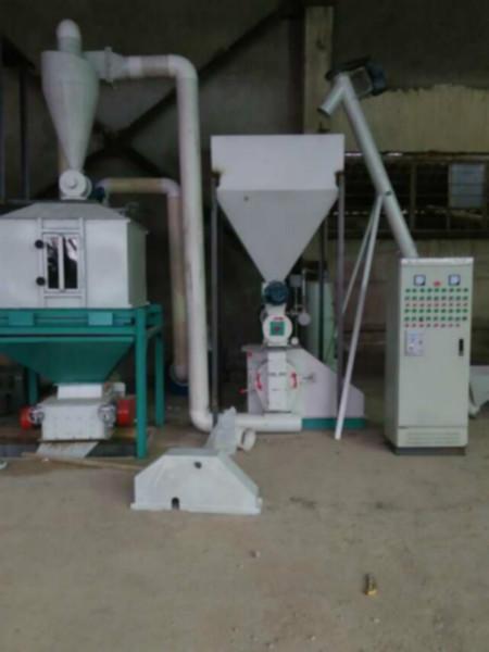 供应双鹤牌250型颗粒饲料成套设备,时产0.8-1.5吨,是大中型养殖场的首选