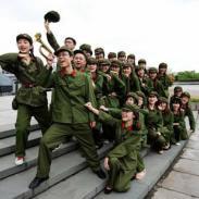 杭州戏谷学士服租赁54青年红卫兵服图片