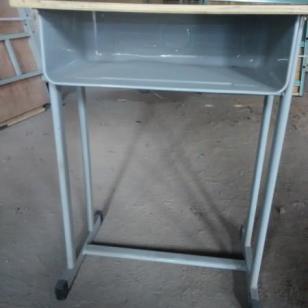 南阳课桌椅图片