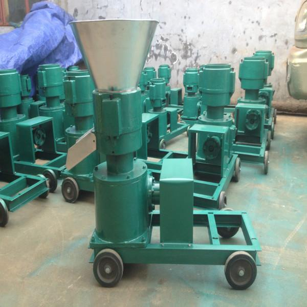 供应200型饲料颗粒机、养猪饲料颗粒机、精饲料颗粒机加工新款