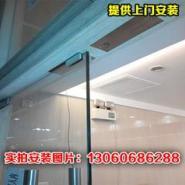 广州玻璃门锁上门安装图片
