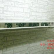 服装店马赛克上墙侧挂服装展示架图片